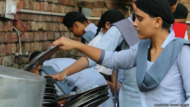 150917135636_bhai_dharam_singh_khalsa_trust_girls__624x351_ravindersinghrobin