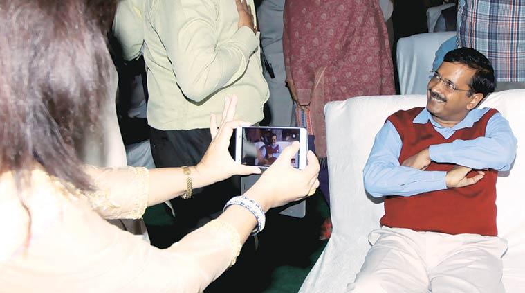 दिल्ली विधानसभा के शीतकालीन सत्र के पहले दिन हंगामे के बीच केजरीवाल सरकार ने दिल्ली का जनलोकपाल बिल पेश किया। जिसे कैबिनेट ने अपनी मंजूरी दे दी।
