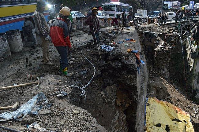 under-construction-shimla-cartroad-retaining-wall-sinks-again