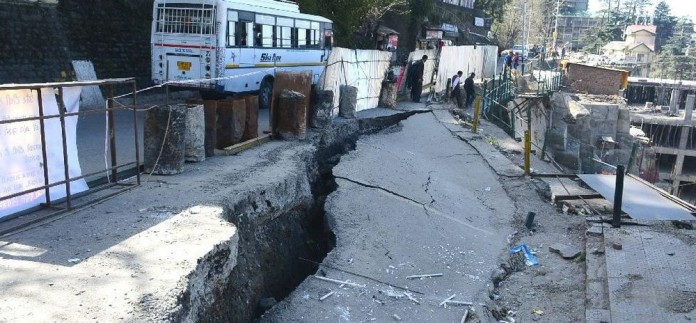fresh-cracks-on-shimla-circular-road