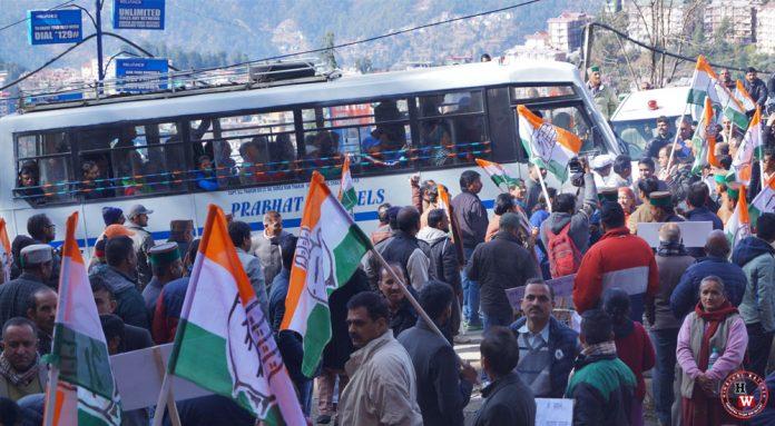 hp-congress-workers-road-block