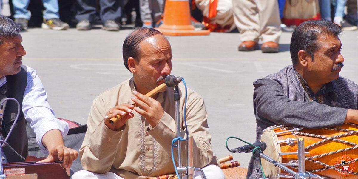 himachali-man-playing--flute