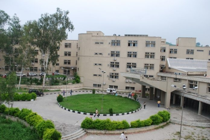 tanda medical college kangra