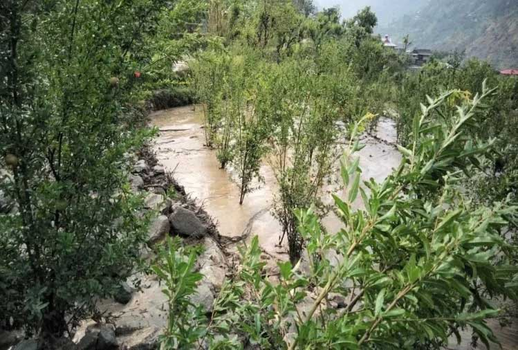 http://hindi.himachalwatcher.com/wp-content/uploads/2018/06/Cloudburst-hits-Darshal-Matalani-villages-in-Rampur-2.jpg