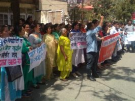 Parents protest in Shimla against private schools