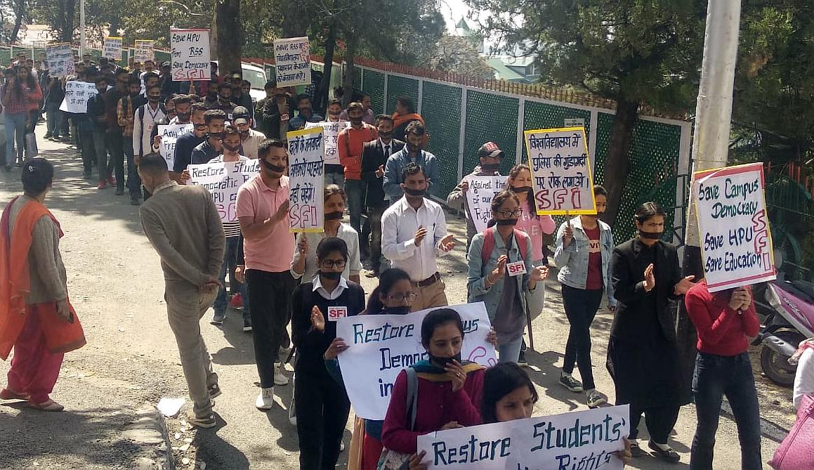 SFI protest at hpu campus